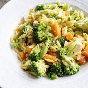Salade d'orzo brocoli, carottes et feta